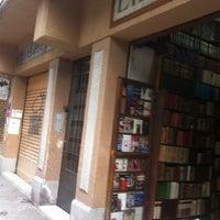 Foto tomada en Librería El Ático por Barbie B. el 7/29/2012