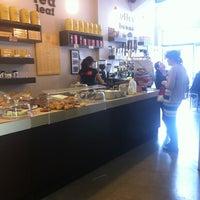 Foto tirada no(a) Adoro Cafe por Hans S. em 4/11/2012