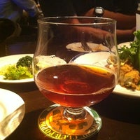 Photo taken at Beer Club Popeye by Takeshi T. on 8/21/2012