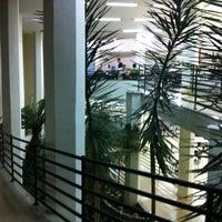 Foto tirada no(a) Biblioteca - PUC Minas por Alvaro G. em 5/9/2012