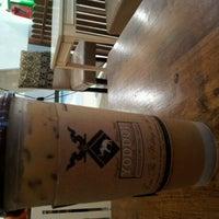 Photo taken at yoddoi Coffee/Tea/Icescream by 가만 끔. on 2/15/2012