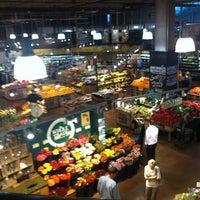 รูปภาพถ่ายที่ Whole Foods Market โดย Independent Belle เมื่อ 5/3/2012