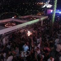 รูปภาพถ่ายที่ Ice Club & VIP Lounge โดย Tekin B. เมื่อ 9/8/2012