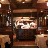 รูปภาพถ่ายที่ Chez Panisse โดย Rafael M. เมื่อ 8/12/2012