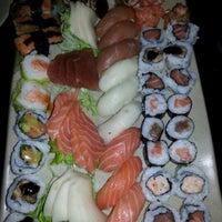 Foto tirada no(a) Yukusue Sushi por Leandro B. em 8/12/2012