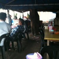 Photo taken at Warung Goreng Pisang Bawah Pokok by Sirajuddin O. on 4/18/2012