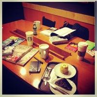 7/2/2012 tarihinde Seda K.ziyaretçi tarafından Starbucks'de çekilen fotoğraf