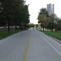 รูปภาพถ่ายที่ Chicago Lakefront Trail โดย Evgeni L. เมื่อ 8/28/2012