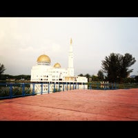 Photo taken at Masjid As-Salam (مسجد السلام) by Mean M. on 2/18/2012