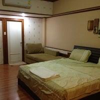 Photo taken at โรงแรมรื่นรมย์ by loogJeaB on 7/11/2012