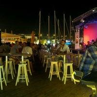 6/23/2012에 Gio B.님이 Vespa Cafe & Restaurant에서 찍은 사진