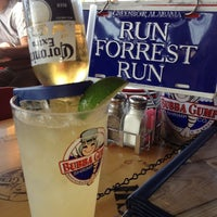 Photo taken at Bubba Gump Shrimp Co. by Pati C. on 4/28/2012