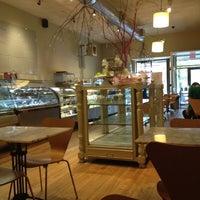 Foto tirada no(a) Athan's Bakery - Brighton por Arsen A. em 5/1/2012
