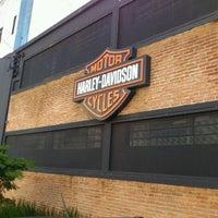 Foto tirada no(a) Autostar (Harley Davidson) por Zeca D. em 5/17/2012