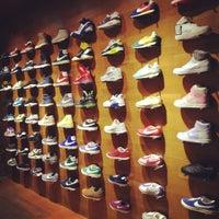 4/12/2012 tarihinde Polly D.ziyaretçi tarafından Nike'de çekilen fotoğraf