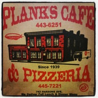 Foto tirada no(a) Plank's Cafe & Pizzeria por Hope M. em 5/16/2012
