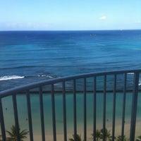Снимок сделан в Aston Waikiki Beach Hotel пользователем Jennifer R. 7/19/2012