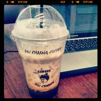 Photo taken at Doi Chaang Coffee by Zerntrino on 4/10/2012