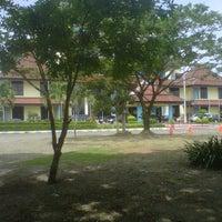 Photo taken at Kantor Manajemen Univ. Airlangga by Mangara S. on 2/21/2012