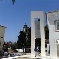 Foto tirada no(a) Vila de Oeiras por Carlos P. em 7/19/2012