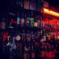 7/15/2012 tarihinde Omid A.ziyaretçi tarafından 7B Horseshoe Bar aka Vazacs'de çekilen fotoğraf