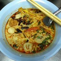 Photo taken at Udomsuk Tomyum Noodle by Songkran L. on 3/9/2012