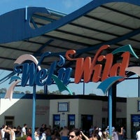 Photo taken at Wet'n Wild by Ricardo G. on 2/25/2012