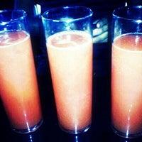 Foto tomada en Royal Oak Bar and Grill por Tony R. el 4/22/2012