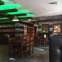 Foto scattata a Glastonberry Pub da Andrey S. il 6/26/2012
