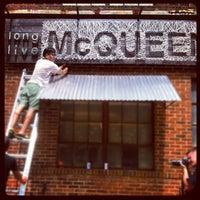 Photo prise au Melrose & McQueen Salon par Kyle V. le8/18/2012