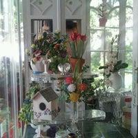 Das Foto wurde bei Ron's Miniature Shop von Sally W. am 3/24/2012 aufgenommen