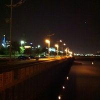 Photo taken at شاطئ الشويخ by Lulu E. on 4/24/2012