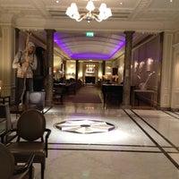 Photo taken at Hyatt Regency London - The Churchill by Adel A. on 3/15/2012