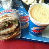 Foto tirada no(a) Sky's Burger por Gabi V. em 3/24/2012