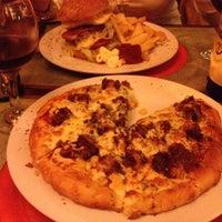 Foto tomada en Pizza Luna por Ferran P. el 4/3/2012