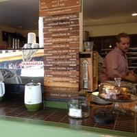 Photo prise au Dynamo Donut & Coffee par Clayton P. le8/19/2012