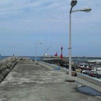 Photo taken at Iho Taewu Beach by JIn N. on 3/1/2012