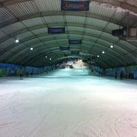 Photo taken at SnowWorld by Jeroen B. on 3/10/2012