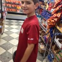 Foto tirada no(a) The Cupboard Market por Jim F. em 8/18/2012