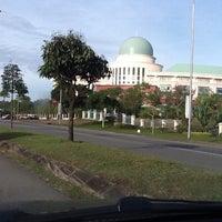 Photo taken at Jabatan Perangkaan Malaysia Negeri Sabah by Zuraihan S. on 3/8/2012