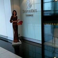 Das Foto wurde bei Singapore Airlines SilverKris Lounge von morijun1 am 7/26/2012 aufgenommen