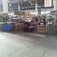 Photo taken at Mercado de Flores de Buenos Aires by Maximiliano O. on 3/23/2012