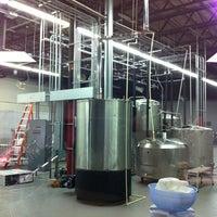 Foto scattata a 3 Stars Brewing Company da Kenneth H. il 7/6/2012