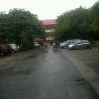 Photo taken at Fakultas Ilmu Sosial dan Politik by irul h. on 3/14/2012