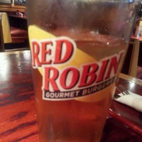 Photo taken at Red Robin Gourmet Burgers by Francisco P. on 8/27/2012
