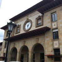 Foto diambil di Estación de Oviedo oleh Moisés C. pada 4/23/2012