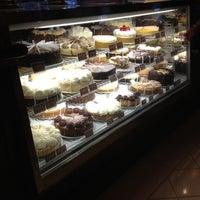 Das Foto wurde bei The Cheesecake Factory von Trenholm N. am 8/25/2012 aufgenommen