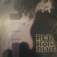 Photo taken at Red Hot & Blue  -  Barbecue, Burgers & Blues by Rodrigo R. on 7/2/2012