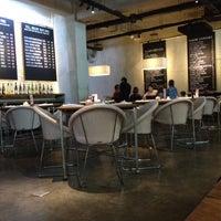 Foto tirada no(a) KOI Restaurant & Gallery por Audrey S. em 2/5/2012