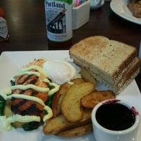 Foto diambil di Multnomah Grille oleh Jane P. pada 6/23/2012